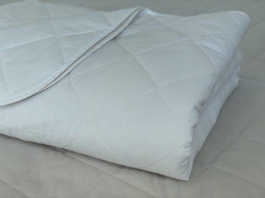 Kit Colcha e Porta Travesseiro em Branco. Cores Neutras S?o Importantes para a Decoraç?o do seu Quarto